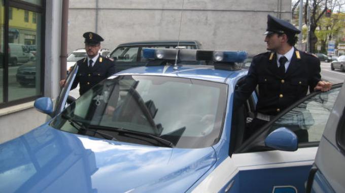 PERUGIA, POLIZIOTTO INSEGUE E CATTURA SCIPPATORE IN FUGA A FONTIVEGGE