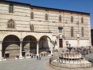 cattedrale di san Lorenzo in Perugia dove sono state celebrate le esequie di mons. antero alunni gradini