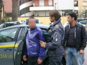 arresto-guardia-di-finanza-droga-fruit-drug