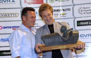 Davide Valsecchi riceve il Memorial Barbetti da Luca Uccellani del CECA al Trofeo Fagioli 2017 PhotoStudio