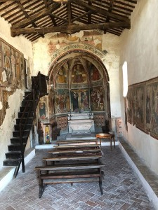 800px-interno_della_chiesa_di_san_giovanni_battista_arrone