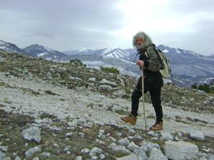 L'eremita Pietro che vive sul monte Aspara, tra Ferentillo e Polino. (Foto Marco Barcarotti)