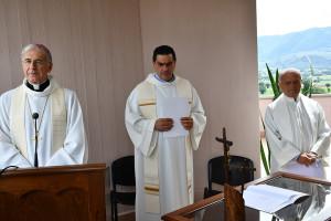 L'Arcivescovo con don Edoardo Rossi e don Eugenio Bartoli