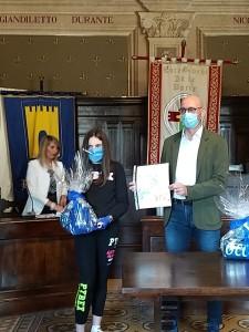 Federica Biagioli mentre riceve il premio