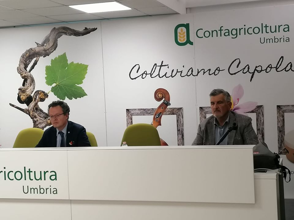 La giunta di Confagricoltura Umbria ha incontrato l'assessore regionale Roberto Morroni. Nella foto Morroni e Rossi