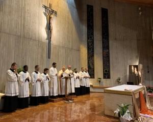 I seminaristi futuri diaconi all'ultima veglia diocesana per le vocazioni con il card Bassetti e il vescovo ausiliare Salvi