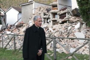 S,E, Renato Boccardo davanti al cimitero sito affianco alla Chiesa di San Salvatore Fraz. Campi - Norcia, 4112016 terremoto